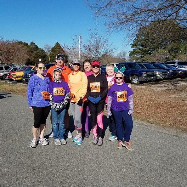 group photo at 5k event